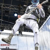 Brock Richards of Starset plays guitar at Fort Rock 2017